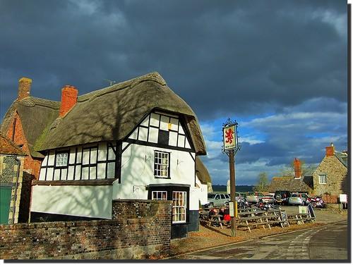 red lion pub avebury