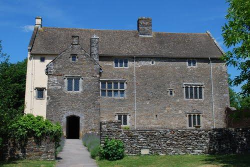 Llanciach Fawr Manor
