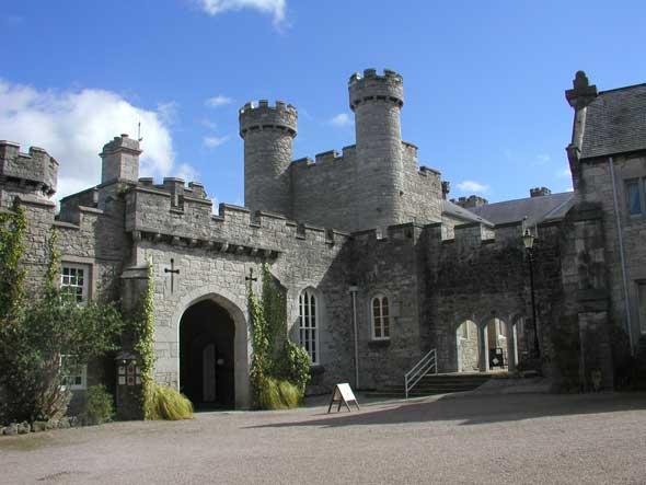 bodelwyddan-castle-courtyard