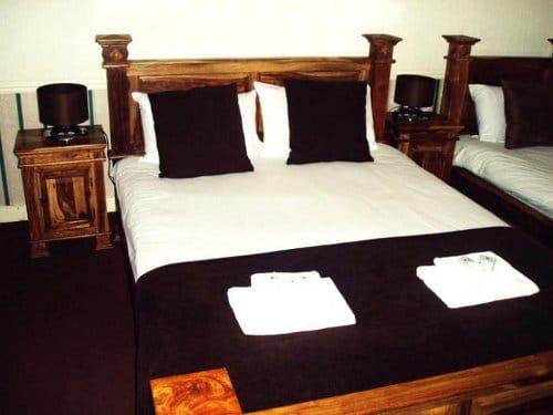 schooner hotel double bedroom