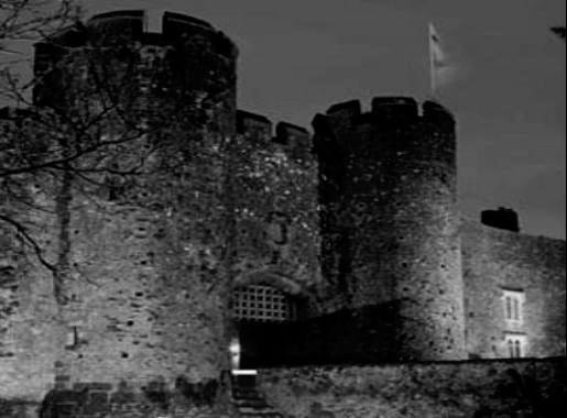 Amberley-Castle-Floodlit-425×308